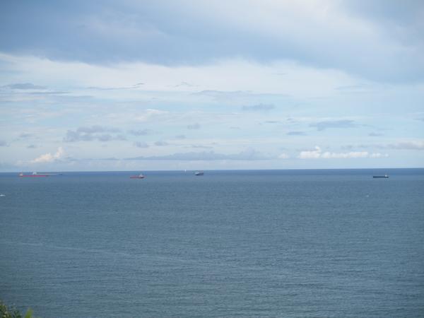 等待中的魚船