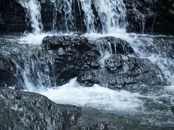 冰涼的泉水