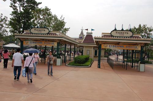 迪士尼樂園購票處到了