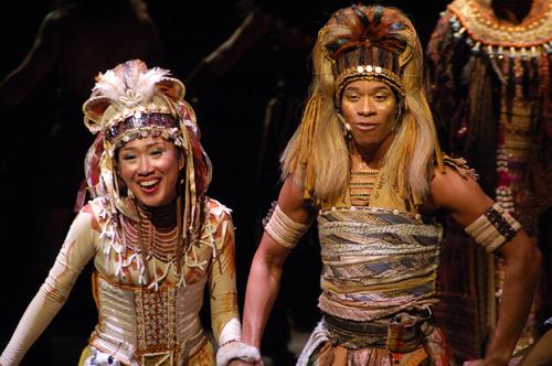 右邊是辛巴...還是當小獅子時比較可愛
