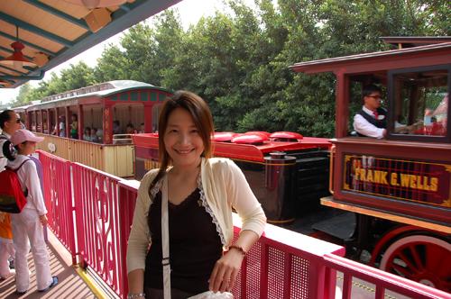 要搭迪士尼ㄉ樂園鐵路了