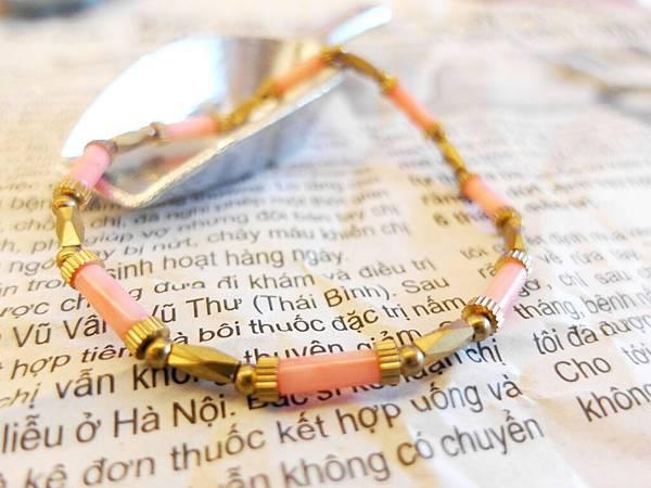 ❤~愛芙羅黛蒂~❤ 粉色海竹黃銅手環~