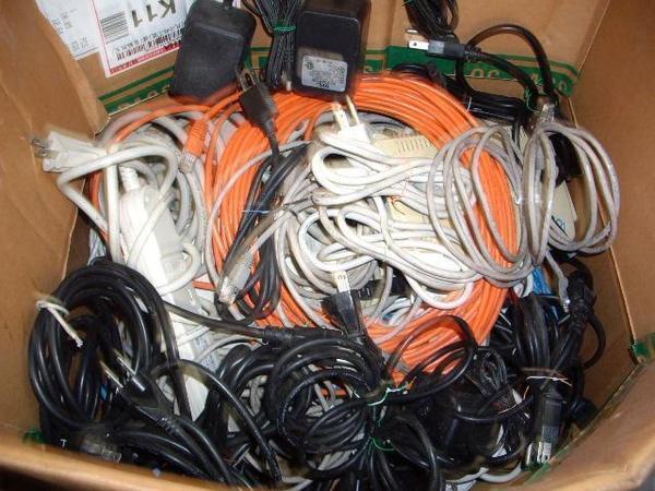 全部整理完的網路線+電源線