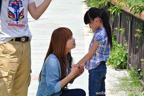 宋茜與小演員徐鈺涵小清新合照(大小雅音穿越齊聚一堂~♡) @ 愛情