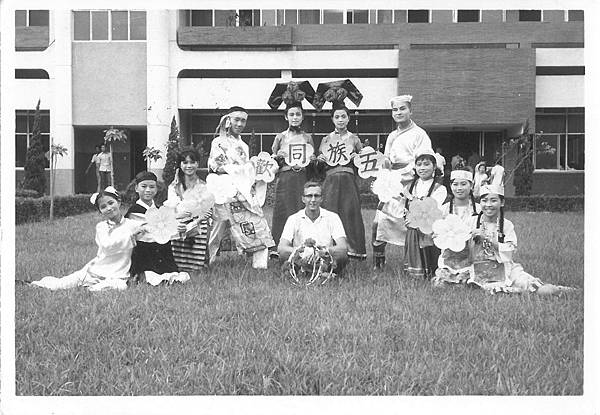 牛埔堂高中青年參加表演比賽拿到首獎.jpg