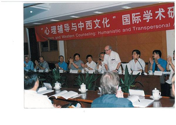 李神父-武漢的國際會議.jpg
