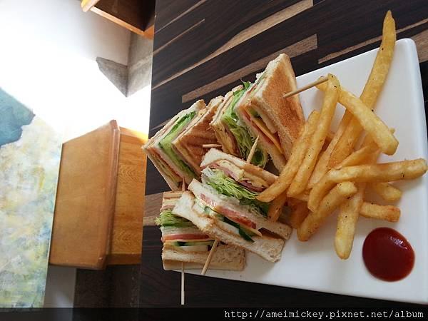 花生醬培根總匯三明治