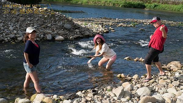 36.這邊的水~真的很涼快!!台北應該在下雨吧~想到這就覺得很爽~哈哈哈