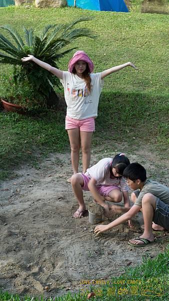 43.這裡有沙坑可以玩沙