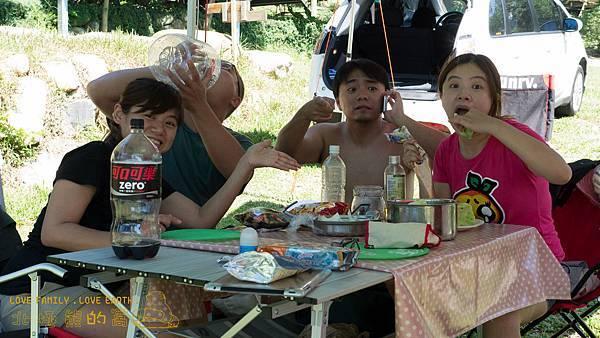 63.很快的~豬公計畫又來了~這是早中餐~益成同學~喝水只會脹不會胖~別勉強啊