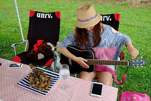 2013.08.02[新竹五峰]_鳥嘴山露營區_原住民的電吉他01