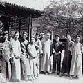 ppt_商_安陽_1935年春_李濟視察殷墟發掘團合影_(0037.na).jpg