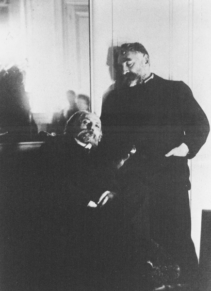 1895年,竇嘉拍攝的畫家雷諾瓦(坐)與作家馬拉梅.JPG