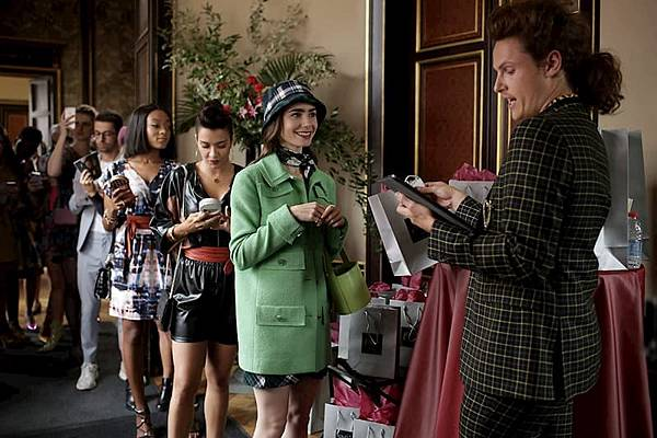 艾蜜莉在巴黎 Emily in Paris (Netflix電影) 2.jpg