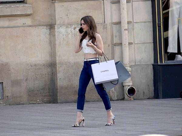 艾蜜莉在巴黎 Emily in Paris (Netflix電影) 12.jpg