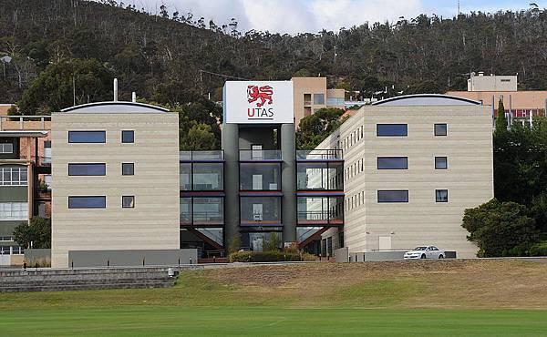 1200px-UniTas-Centenary_Building.jpg