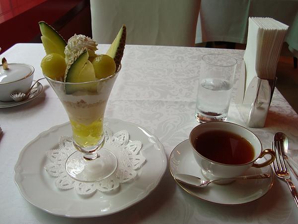 哈密瓜聖代+紅茶