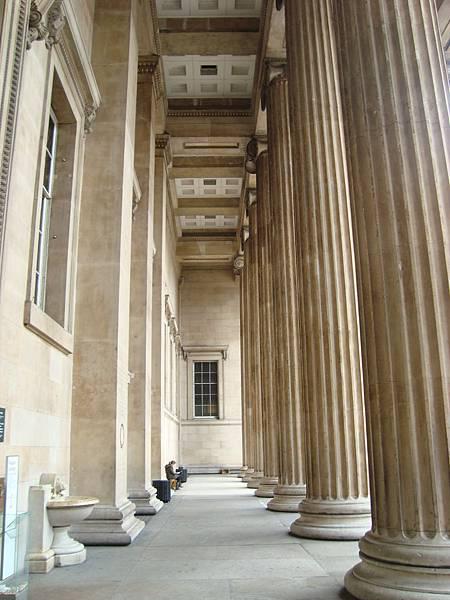 好高的希臘柱子
