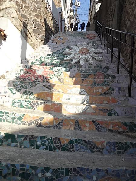 新的壁畫樓梯