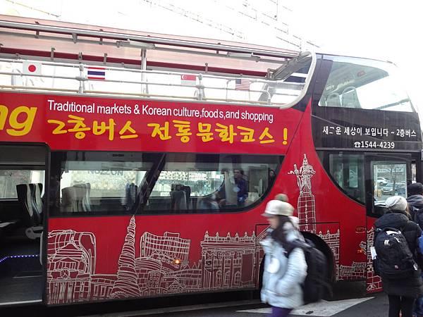 搭雙層巴士去餐廳