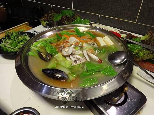 還附贈一鍋海鮮湯