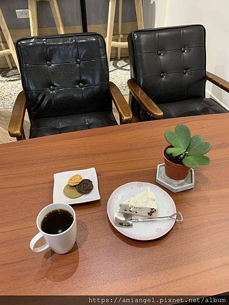 Come Late Cafe