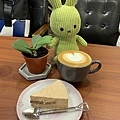 Come Late Cafe 乳酪蛋糕 熱拿鐵