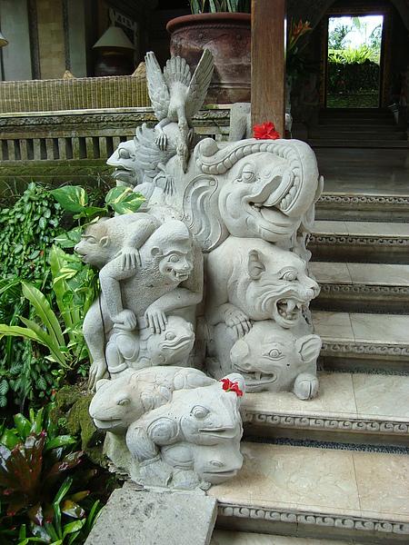 大廳的石雕1
