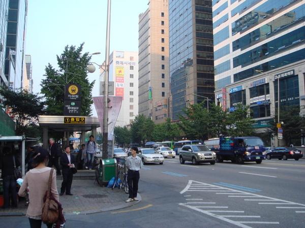 地鐵弘益大學站外