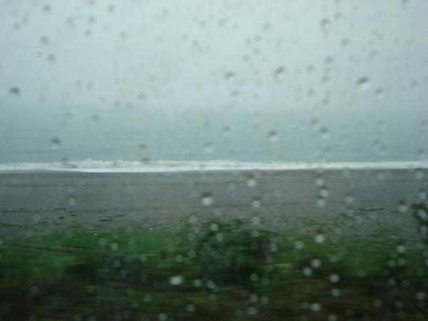 灰暗的海邊