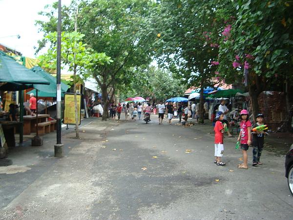 海神廟旁的商店街