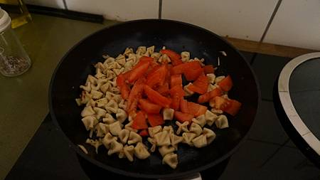 [型男大主廚]十字形麵疙瘩加番茄
