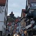Esslingen的街頭, 後方山頂上是城堡的城牆