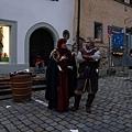 穿著中世紀的衣服