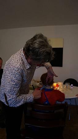 [12/22 Zurich 蘇黎世]外婆剪頭髮