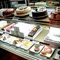 老爺排隊蛋糕櫥窗.jpg
