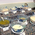 生菜沙拉區-多種醬汁和配料.jpg