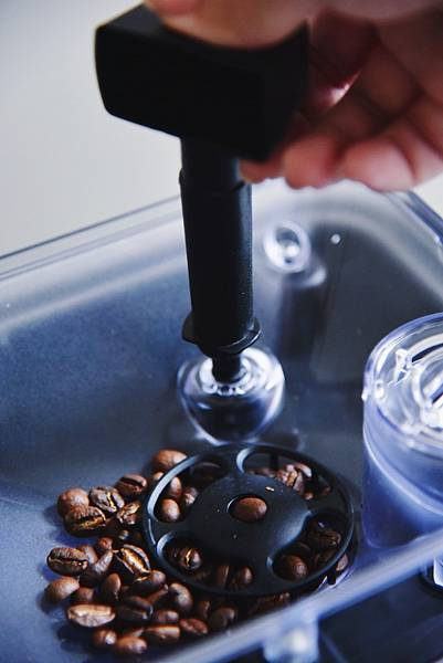 Saeco咖啡機 調整研磨粗細.jpg