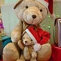 大熊小熊抱一起