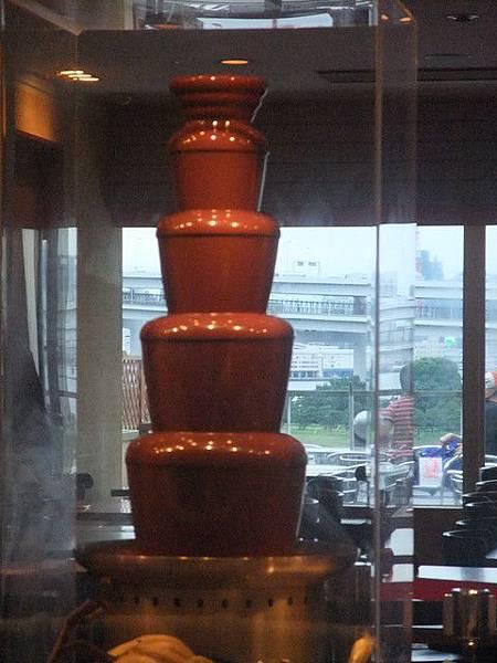 很大的巧克力噴泉