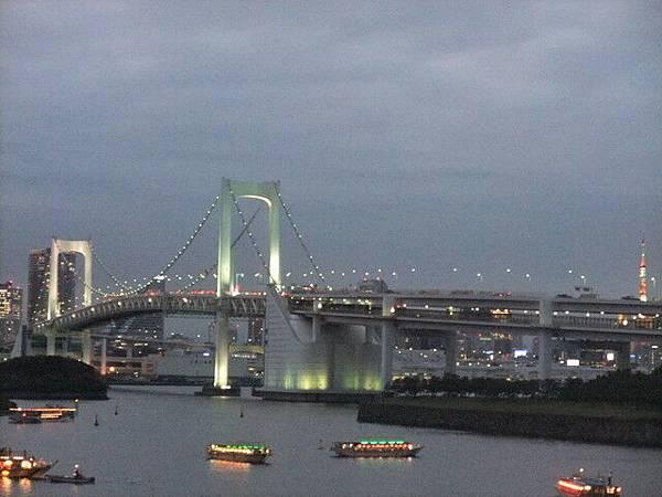 右邊有東京鐵塔