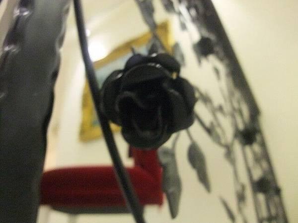 糊掉的黑玫瑰