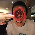 好立體的玫瑰臉 XD