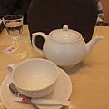 茶具都是白的