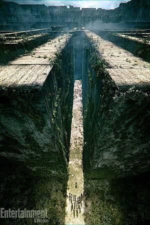 the-maze-runner-unveils-creepy-labyrinth.jpg