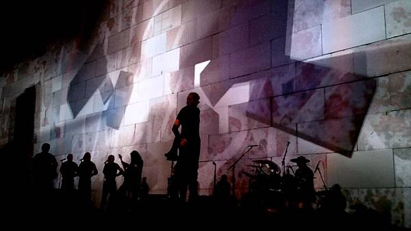 Roger_Waters_The_Wall_Live_Kansas_City_30_October_2010_2.jpg