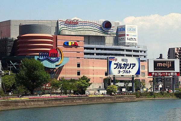 800px-Canal_City_Hakata_2011.jpg