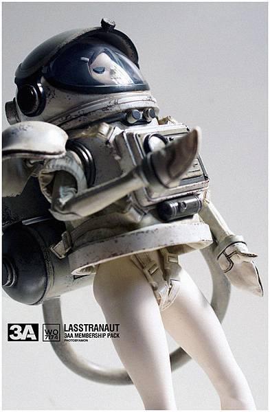 LASSTRANAUT 19