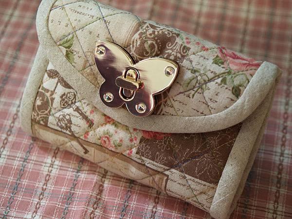 蝴蝶轉鎖包