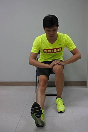 腿後肌展(坐).jpg